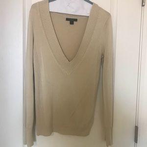 Long sleeve sweater, low cut